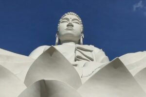 В Бразилии открыли статую Будды, которая выше Христа в Рио-де-Жанейро