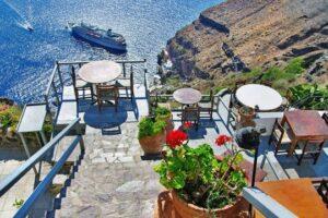 Греция ввела более жесткие ограничения для невакцинированных туристов