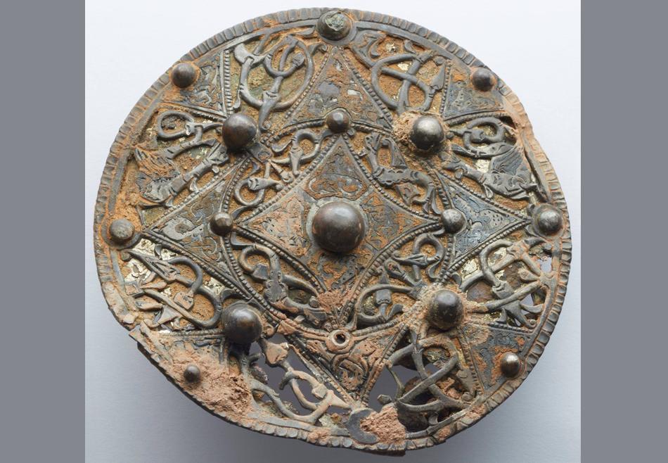 Охотник за древностями нашел редкую серебряную брошь возрастом 1200 лет.Вокруг Света. Украина