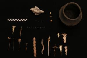 В древнем храме Колумбии нашли кувшины с изумрудами