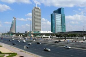 Какой небоскреб в Дубае был самым первым?