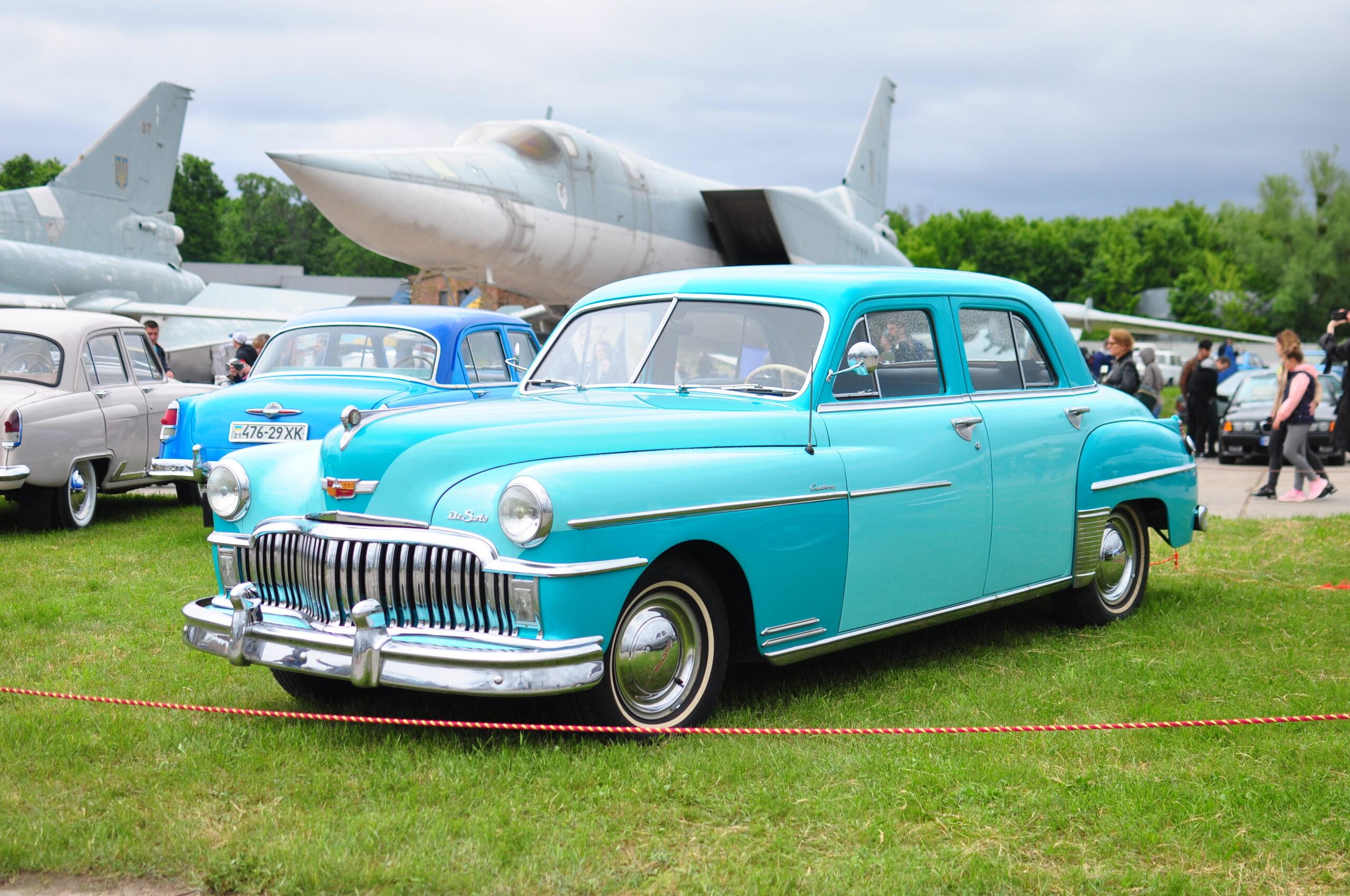 """Унікальна """"Таврія"""" і розкішний Mercedes-Benz1950-х: авто, які варто побачити на OldCarLand.Вокруг Света. Украина"""