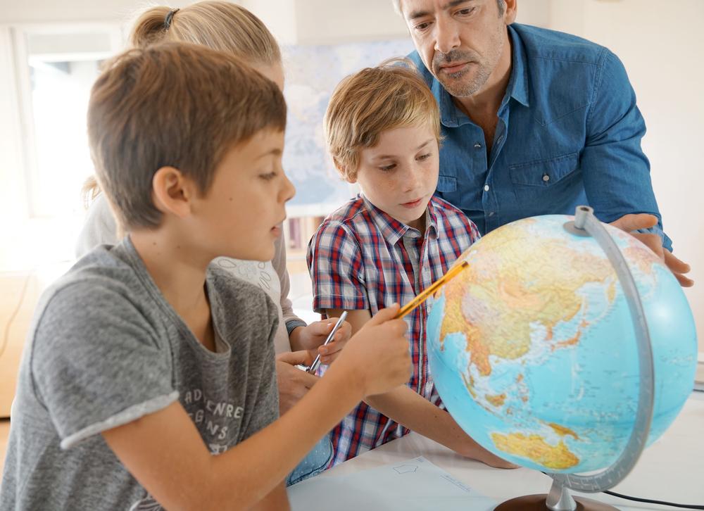 «Путешественникам принадлежит мир!»: конкурс от образовательного проекта «На Урок».Вокруг Света. Украина