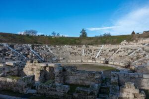 Город в Греции просит дизайнеров вдохнуть новую жизнь в античный театр