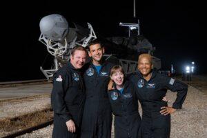 Что мы знаем о первом в истории любительском экипаже SpaceX