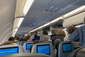 Почему в самолетах капает вода с потолка