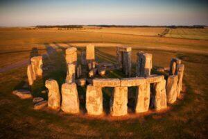 Стоунхендж: загадочный танец каменных великанов