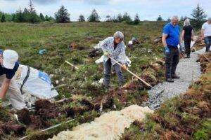 Зачем в Ирландии выстилают горный маршрут овечьей шерстью