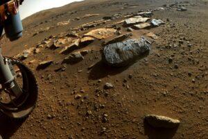 Ровер Perseverance обнаружил в почве Марса следы воды