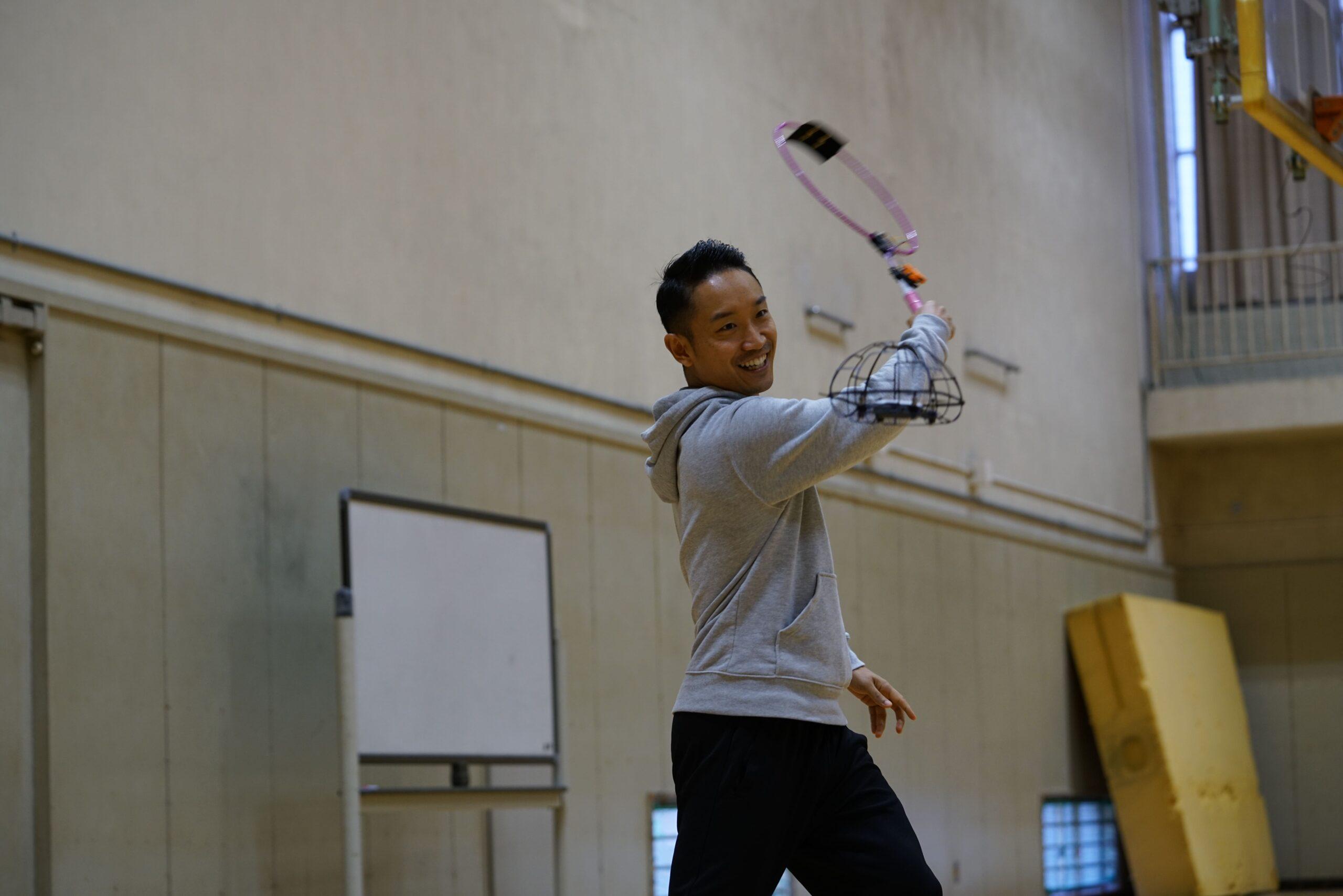 В Японии придумали бадминтон для слабовидящих, где играют дроном