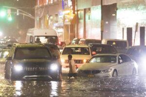 В Нью-Йорке из-за сильного наводнения ввели режим ЧП