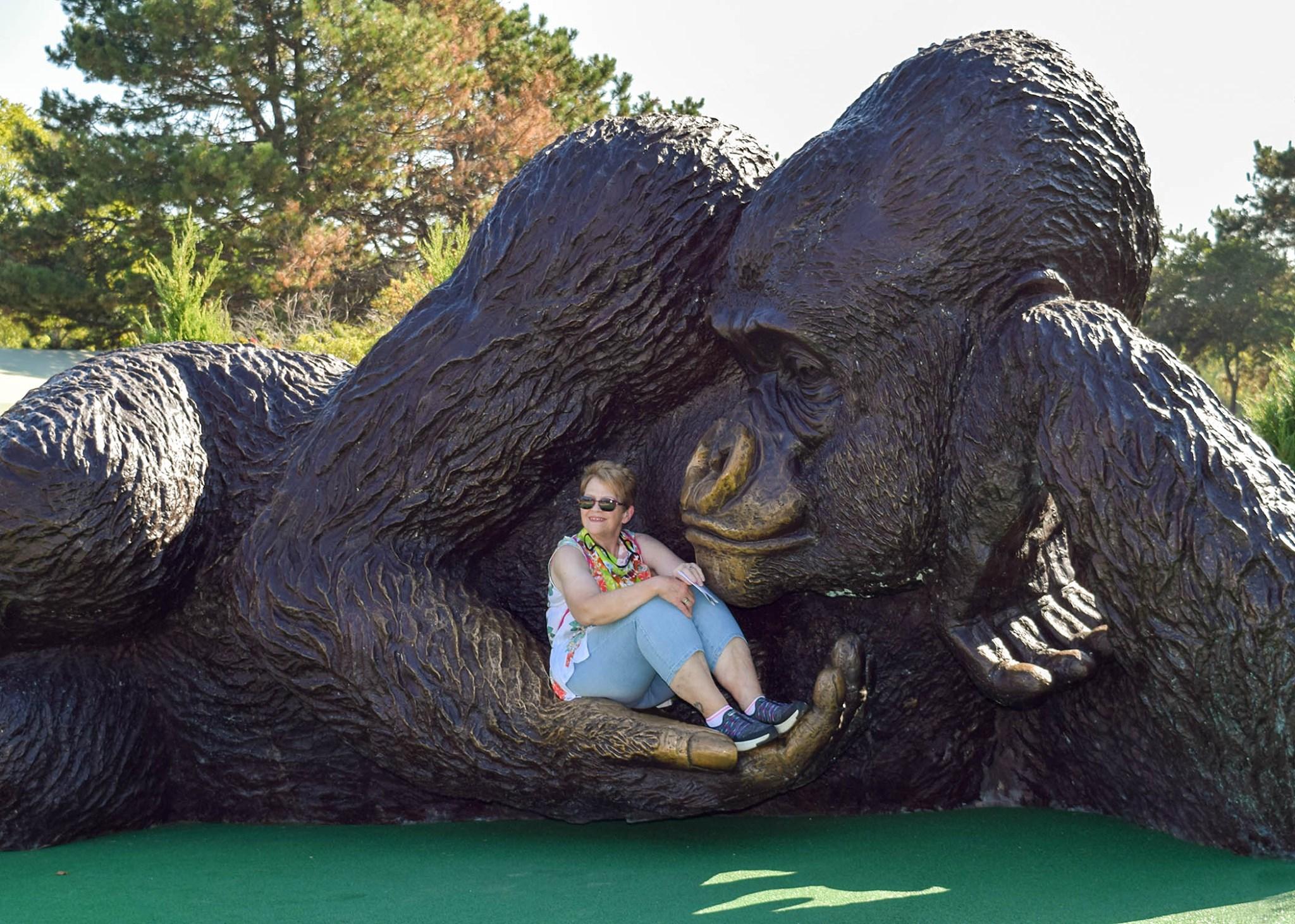 В США поставили самую большую бронзовую скульптуру гориллы в мире.Вокруг Света. Украина
