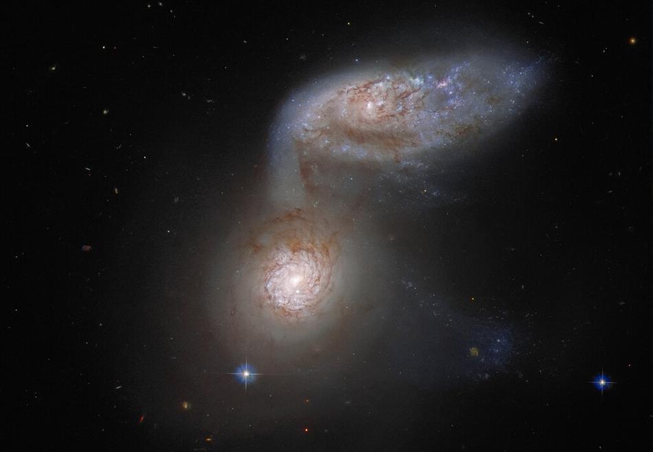 Танцующие в темноте: Hubble запечатлел драматичное слияние двух галактик.Вокруг Света. Украина