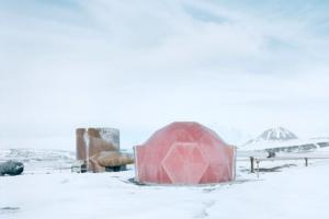 Австриец показал сюрреалистическую красоту самых северных построек Земли