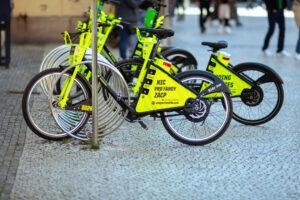 В Праге открыли бесплатную аренду велосипедов, в том числе для туристов