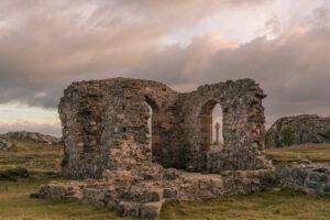 Под руинами островной церкви вУэльсе раскопали остатки средневекового монастыря