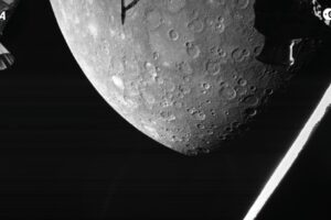 Европейско-японский зонд BepiColombo сделал первые снимки Меркурия
