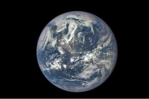 Из-за глобального потепления Земля из космоса теперь выглядит тусклой