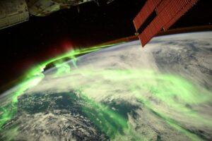 Французский астронавт сфотографировал особенную аврору