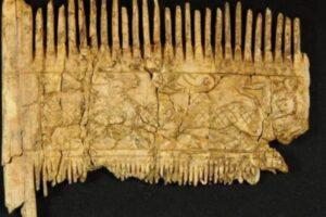 Богатого модника из Средневековья похоронили вместе с причудливым гребнем для бороды