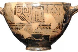 Раскрыта тайна чаши Нестора: почему на сосуде в гробнице ребенка была развратная надпись?