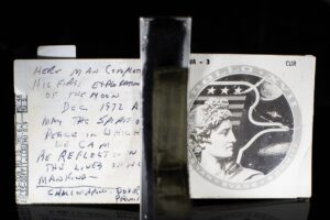 На аукционе продали конспект последней речи астронавта на Луне