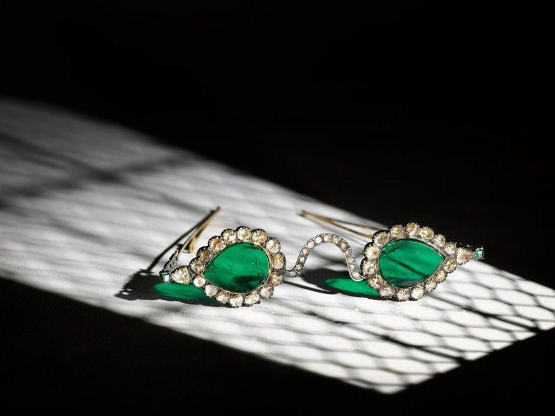 Изумрудные линзы и оправа с алмазами: на аукцион выставили очки Великих Моголов.Вокруг Света. Украина